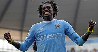Adebayor celebrando un gol con el City