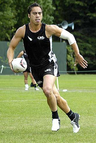 El apertura Donnie Rihari, campeón del mundo en la disciplina de Touch Rugby Mixto con los 'All Blacks', lucirá a la espalda el '10' de Les Abelles ante el Ciencias