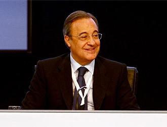 Florentino sonríe durante la Asamblea