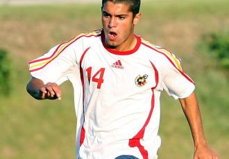 Primer plano de Iago Falqu�, jugador del Bari.