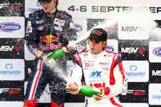 Andy Soucek celebra su victoria en Italia.