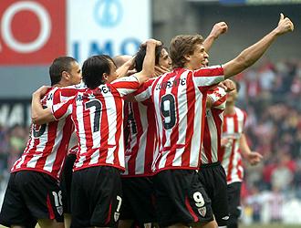 Los jugadores del Athletic celebran uno de los tres goles marcados este domingo al Villarreal y quieren que la fiesta siga en Tenerife