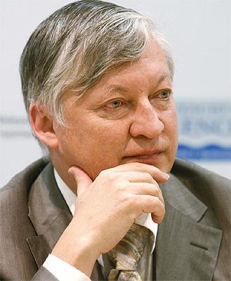 Anatoly Karpov, durante una rueda de prensa en Valencia