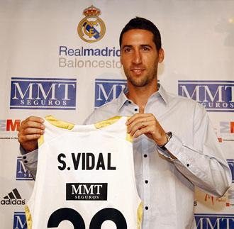 Sergi Vidal, en su presentaci�n como jugador del Real Madrid.