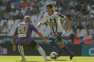 Filipe Luis trata de regatear a Gaspar en el partido de Liga que disputaron el Depor y el Málaga el pasado 13 de septiembre.