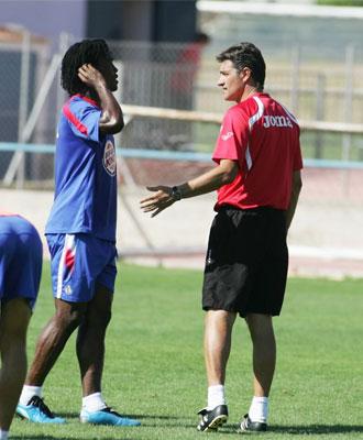 Boateng habla con Míchel.