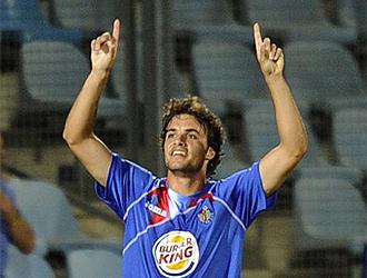 Pedro León celebra su golazo