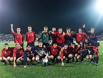 Los jugadores españoles celebran el título de Nigeria 1999