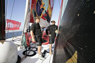 Pachi Rivero y Guillermo Altadill a bordo del 'Estrella Damm'.