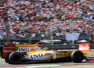 El b�lido de Fernando Alonso, en plena carrera.