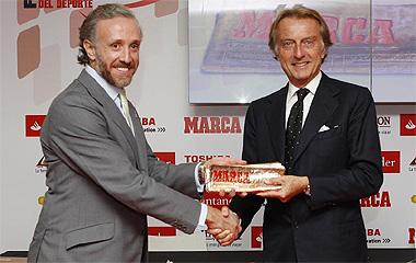 Eduarto Inda entrega el MARCA Leyenda a Luca di Montezemolo