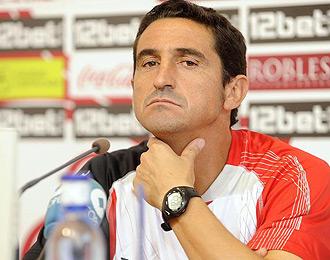 Manolo Jiménez durante una rueda de prensa con el Sevilla