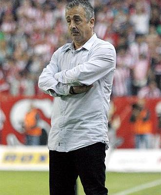 Manuel Preciado, desde la banda en el partido ante el Zaragoza