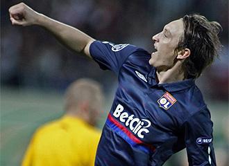 Kallstrom celebra su gol