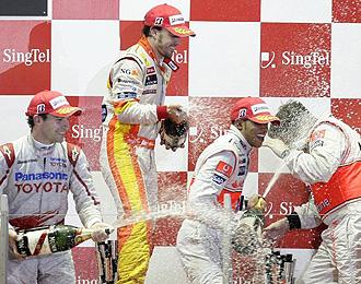 Alonso celebra junto a Hamilton y Glock su primer podio de la temporada