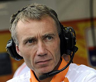 Bob Bell durante un Gran Premio con Renault