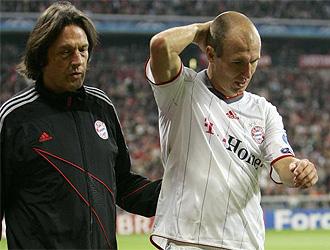 Robben se retira tras su lesión