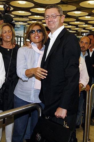 Ana Botella recibe a Gallardón en la T-4