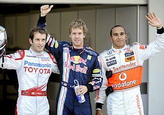 Trulli, a la derecha, junto a Vettel y Hamilton.
