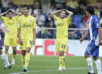 Los jugadores del Villarreal se lamentan de una ocasi�n fallada