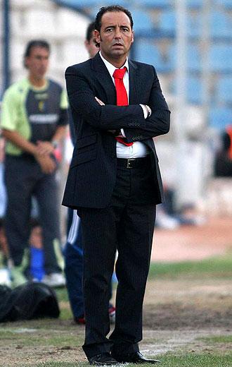Pepe Bordal�s, en la imagen durante su �poca de entrenador del H�rcules, se har� cargo del Elche en su segunda experiencia en Segunda