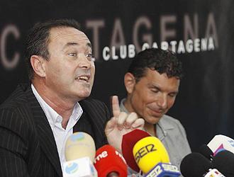 Juan Ignacio Mart�nez, en la rueda de prensa de su presentaci�n como nuevo entrenador del Cartagena