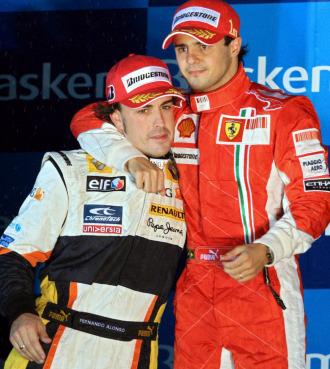 Fernando Alonso, junto a Felipe Massa, en Monza en 2009.
