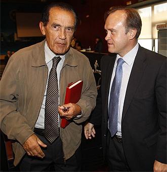 El gerente del Alcorc�n, Jes�s �lvarez, junto a Miguel Pardeza