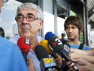Daniel S�nchez Llibre habla ante los medios
