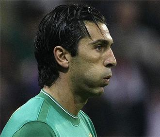 Buffon resopla durante un partido con la Juventus