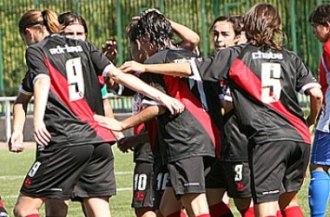 Las jugadoras del Rayo Vallecano celebran uno de los tantos ante el Torrej�n.