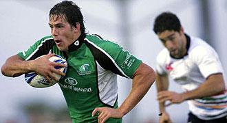 Juan Cano persigue a un jugador irland�s durante el partido disputado por el Olympus XV espa�ol en Galway de la Challenge Cup