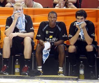 Clark y Beir�n, dos de los jugadores con gripe A, en valencia