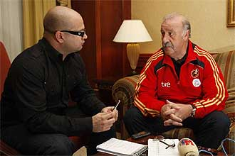 Vicente del Bosque, junto al redactor de MARCA, en un momento de la entrevista.