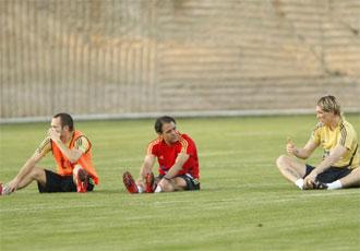 Torres e Iniesta, durante el entrenamiento vespertino del lunes.