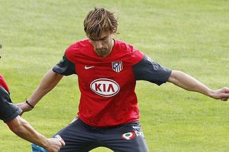Varela entren�ndose con el Atl�tico de Madrid