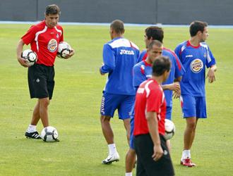 Varios jugadores del Getafe se ejercitan a las �rdenes de Michel.