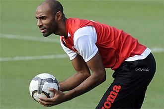 Kanouté, durante un entrenamiento del Sevilla
