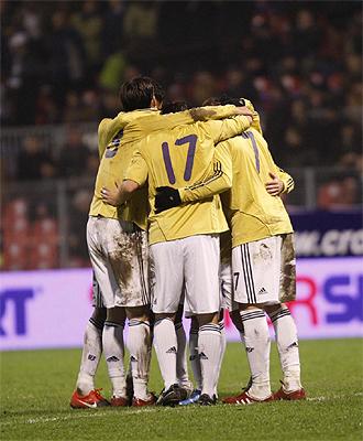 Los jugadores de España celebran un gol frente a Bosnia.