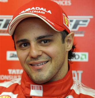 Massa sonríe durante una rueda de prensa.