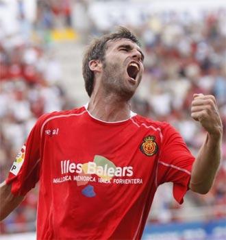 Tuni celebra un gol en el Ono Estadi