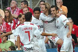 Los jugadores del Sevilla celebrando un gol