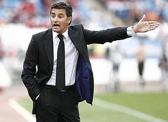 Michel hace indicaciones en el duelo ante el Almería