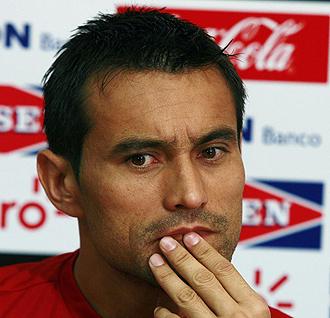 Justo Villar durante una rueda de prensa con Paraguay