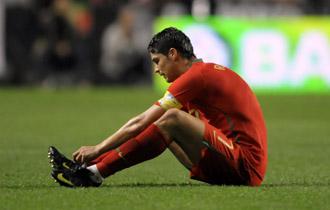 Cristiano Ronaldo, tras resentirse de su lesi�n ante Hungr�a.