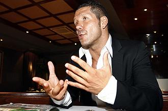 Diego Pablo Simeone atendiendo a MARCA