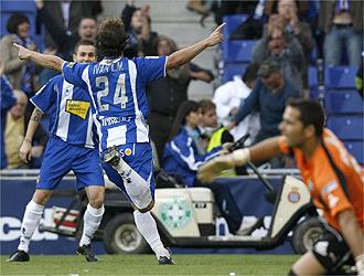 Iv�n Alonso y Marqu�s celebran el 2-1
