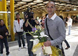 Mariano Pernía recibió un cálido recibimiento de su gente en Barajas
