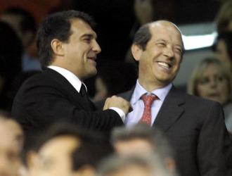 Laporta y Llorente bromearon en el palco de Mestalla.