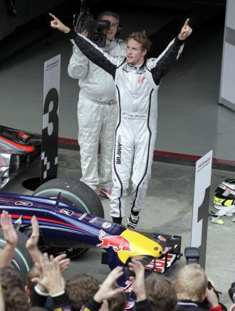 Button celebra su título de campeón del mundo.